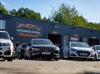 Autos vor Firma