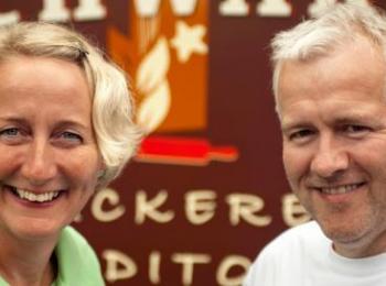 Christian und Rolf Schwarz vor ihrem Geschäft