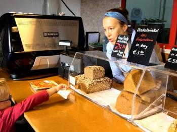 Tresen mit Broten